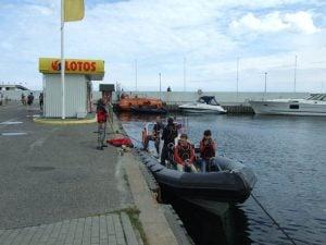 Przygotowania do przejażdżki motorówką RIB w Gdyni