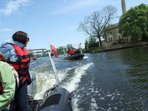 Szybka łódź motorowa