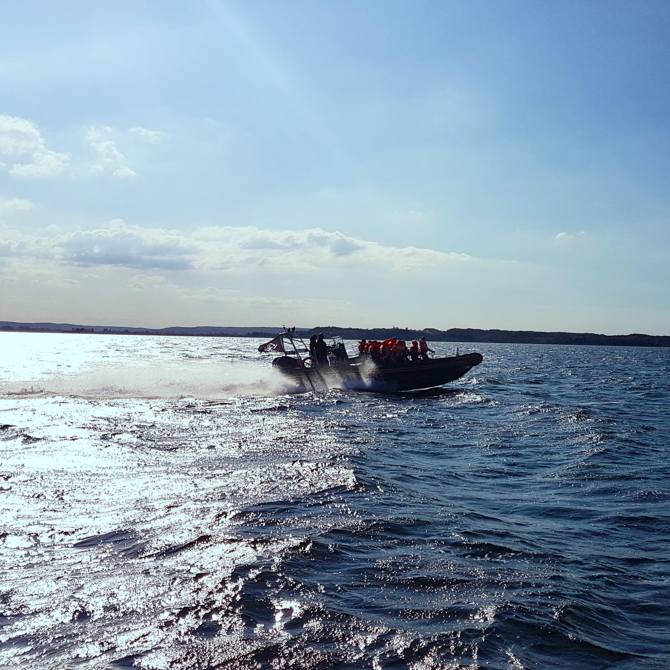 Motorówka RIB i widok Gdyni
