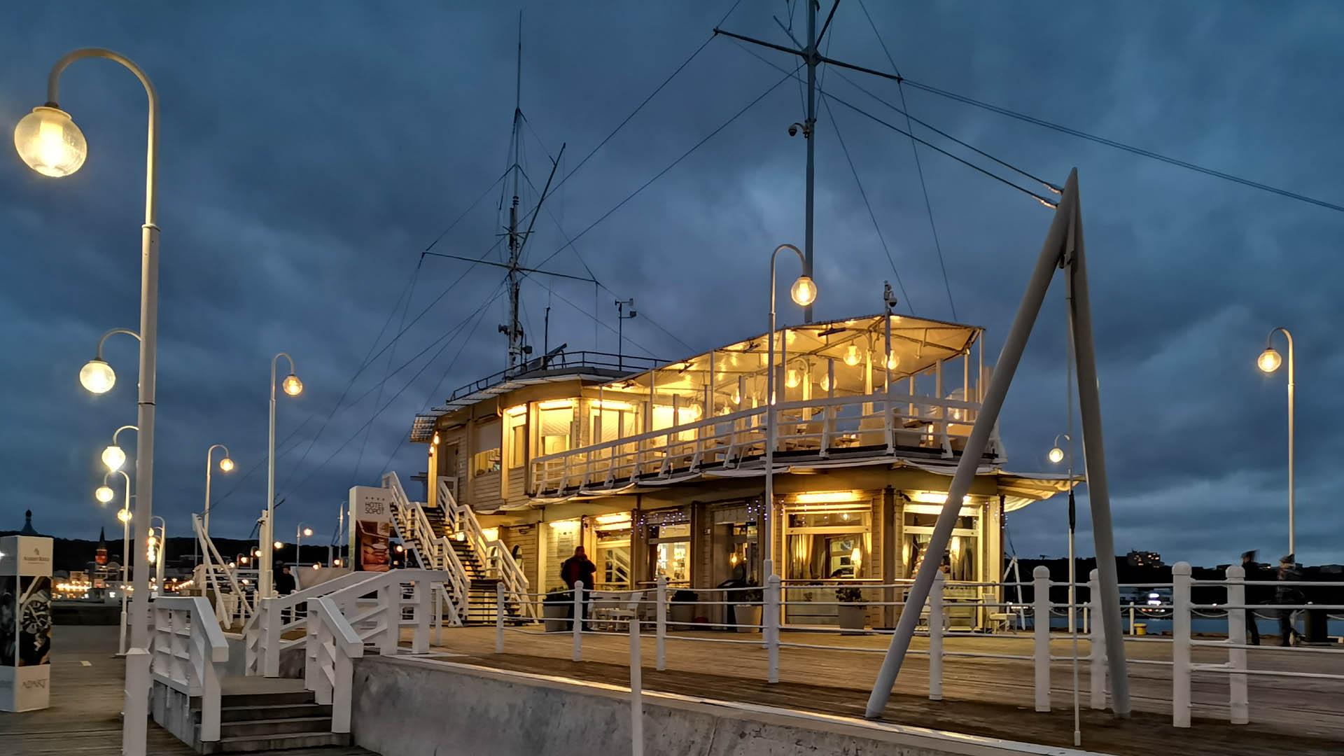 Bosmanat i restauracja Meridian na końcu molo w Sopocie